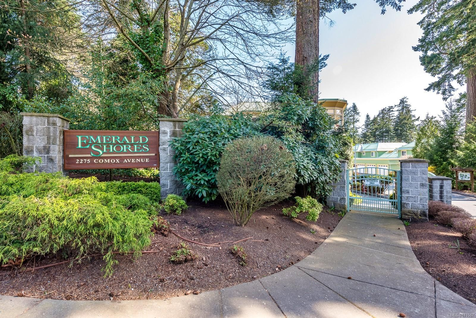 Main Photo: 503 2275 Comox Ave in : CV Comox (Town of) Condo for sale (Comox Valley)  : MLS®# 871507