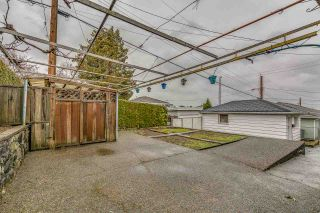 Photo 4: 3005 E 4TH Avenue in Vancouver: Renfrew VE House for sale (Vancouver East)  : MLS®# R2250924