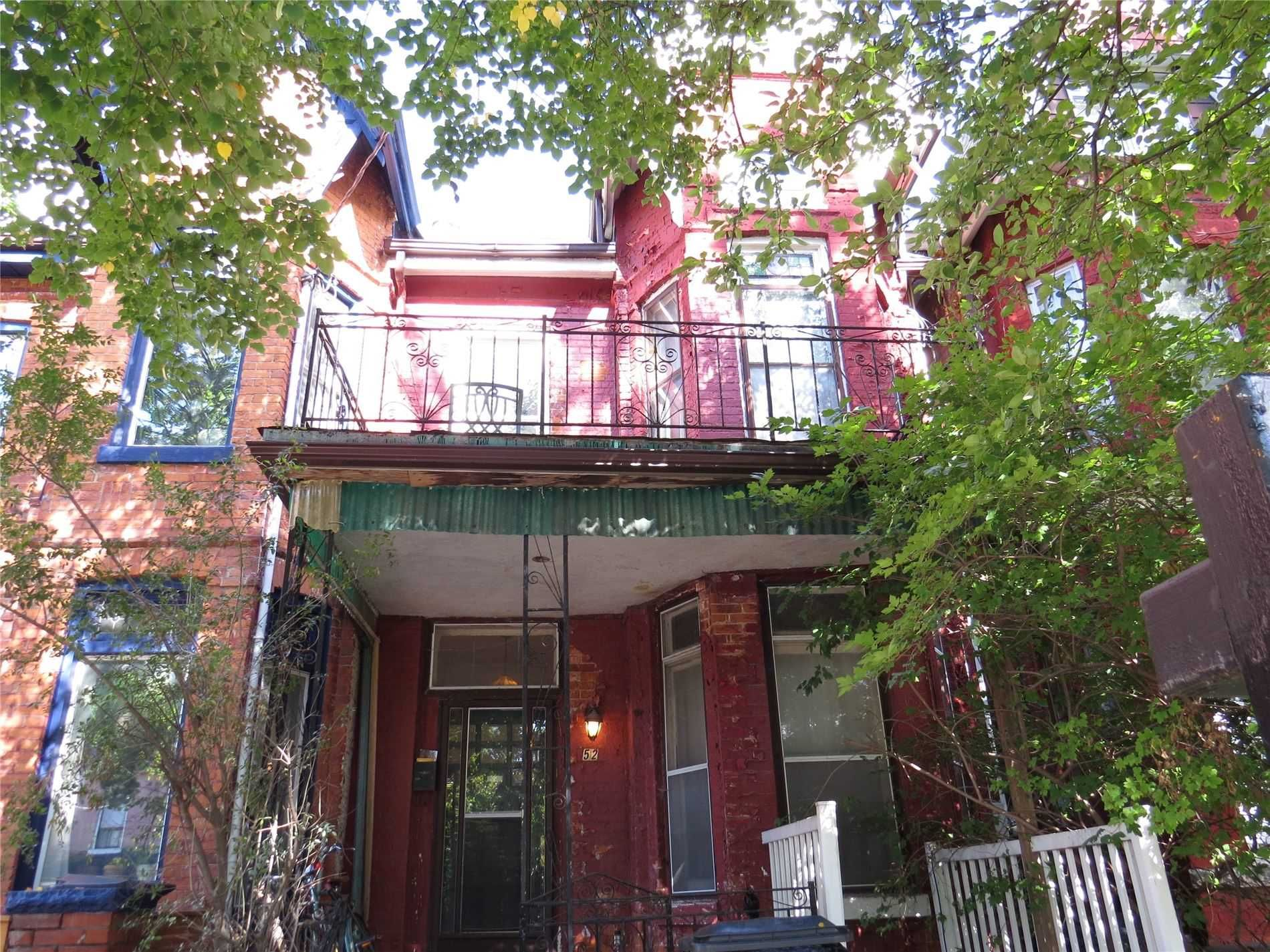 Main Photo: 52 Wales Avenue in Toronto: Kensington-Chinatown House (2 1/2 Storey) for sale (Toronto C01)  : MLS®# C4942139