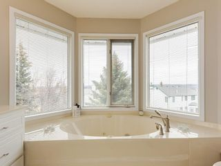 Photo 20: 67 Sierra Morena Circle SW in Calgary: Signal Hill Detached for sale : MLS®# C4239157