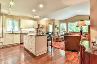 """Photo 6: 4 6488 168 Street in Surrey: Cloverdale BC Townhouse for sale in """"TURNBERRY"""" (Cloverdale)  : MLS®# R2298563"""
