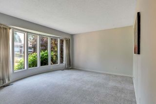 """Photo 4: 6235 171 Street in Surrey: Cloverdale BC House for sale in """"WEST CLOVERDALE"""" (Cloverdale)  : MLS®# R2598284"""