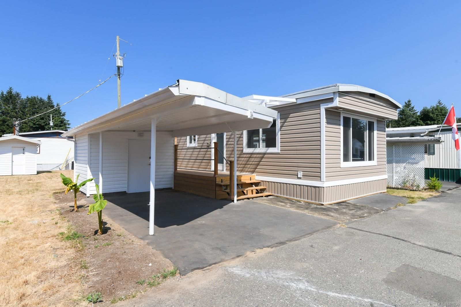 Main Photo: 16 1240 Wilkinson Rd in : CV Comox Peninsula Manufactured Home for sale (Comox Valley)  : MLS®# 881930