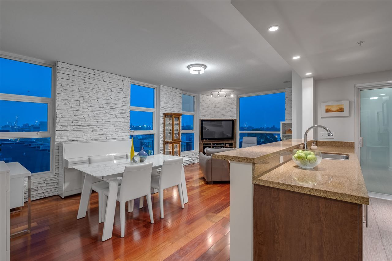 Main Photo: 902 189 NATIONAL AVENUE in Vancouver: Downtown VE Condo for sale (Vancouver East)  : MLS®# R2560325