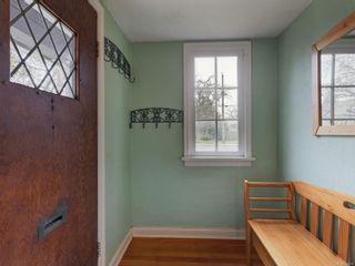Photo 3: 2024 Newton St in : OB Henderson House for sale (Oak Bay)  : MLS®# 870494