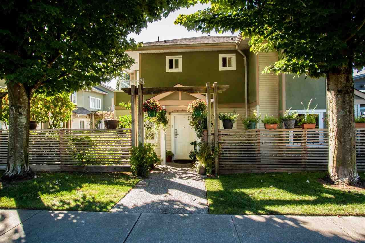 """Main Photo: 1 1233 W 16TH Street in North Vancouver: Norgate Townhouse for sale in """"ROSEDALE COURT"""" : MLS®# R2204163"""