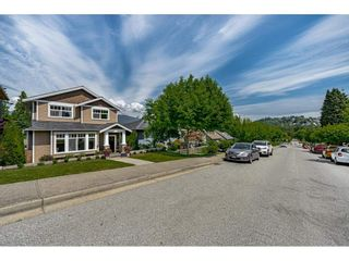 Photo 2: 4239 ETON Street in Burnaby: Vancouver Heights House for sale (Burnaby North)  : MLS®# R2589096