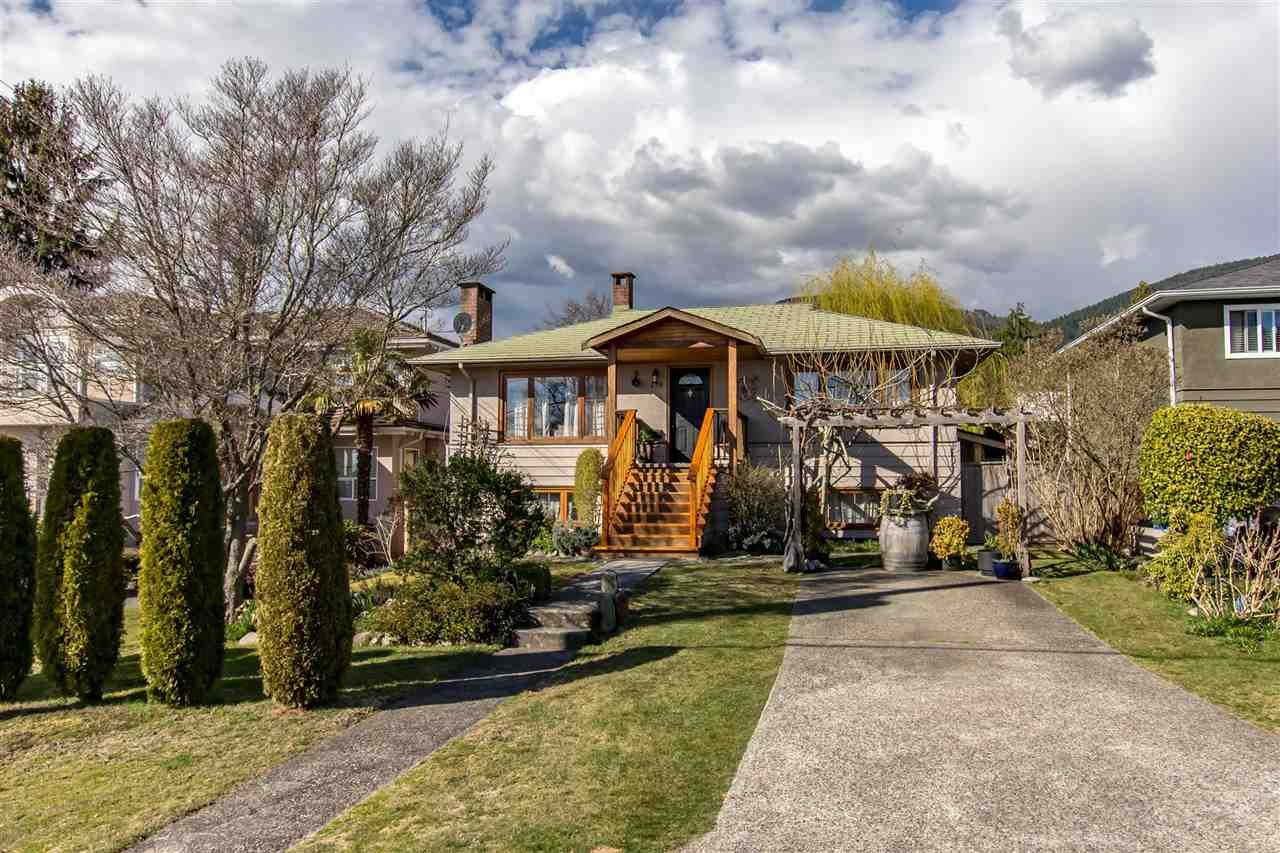 Main Photo: 430 W KINGS Road in North Vancouver: Upper Lonsdale House for sale : MLS®# R2353329