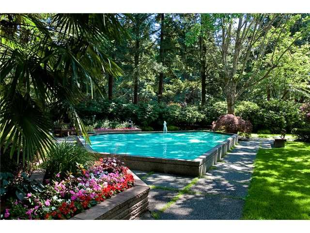 FEATURED LISTING: 202 - 2004 FULLERTON Avenue North Vancouver