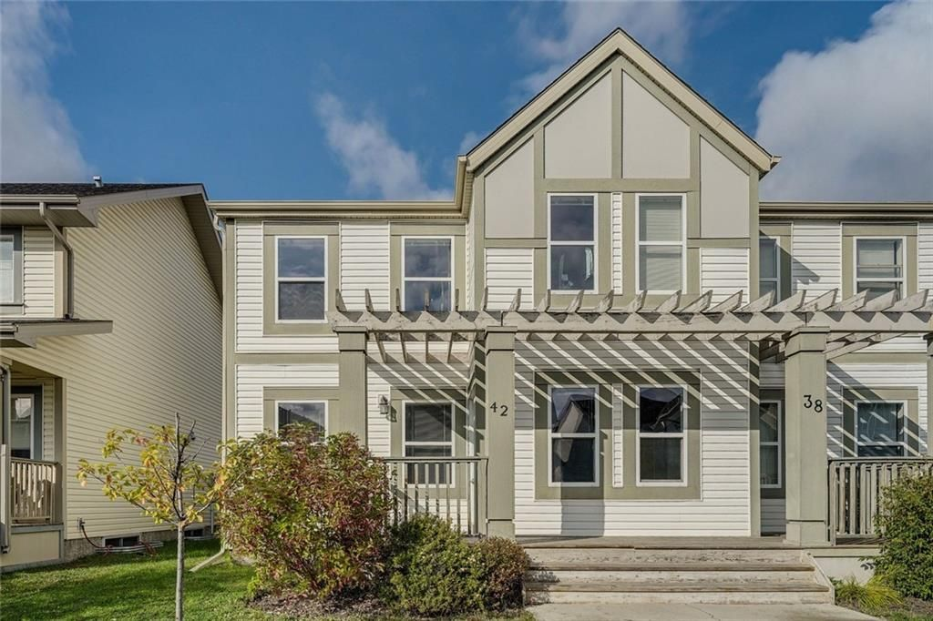 Main Photo: 42 COPPERPOND Place SE in Calgary: Copperfield Semi Detached for sale : MLS®# C4270792