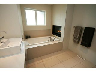 Photo 10: 2046 47 Avenue SW in CALGARY: Altadore River Park Residential Attached for sale (Calgary)  : MLS®# C3569906