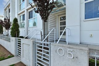 """Photo 2: 5 2505 WARE Street in Abbotsford: Central Abbotsford Townhouse for sale in """"Mill District"""" : MLS®# R2620668"""