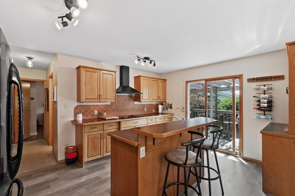 Photo 6: Photos: 1033 Smith Avenue: Crossfield Detached for sale : MLS®# A1129311