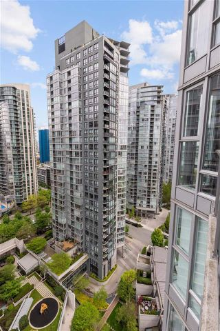 "Photo 14: 2307 583 BEACH Crescent in Vancouver: Yaletown Condo for sale in ""2 PARK WEST"" (Vancouver West)  : MLS®# R2574813"