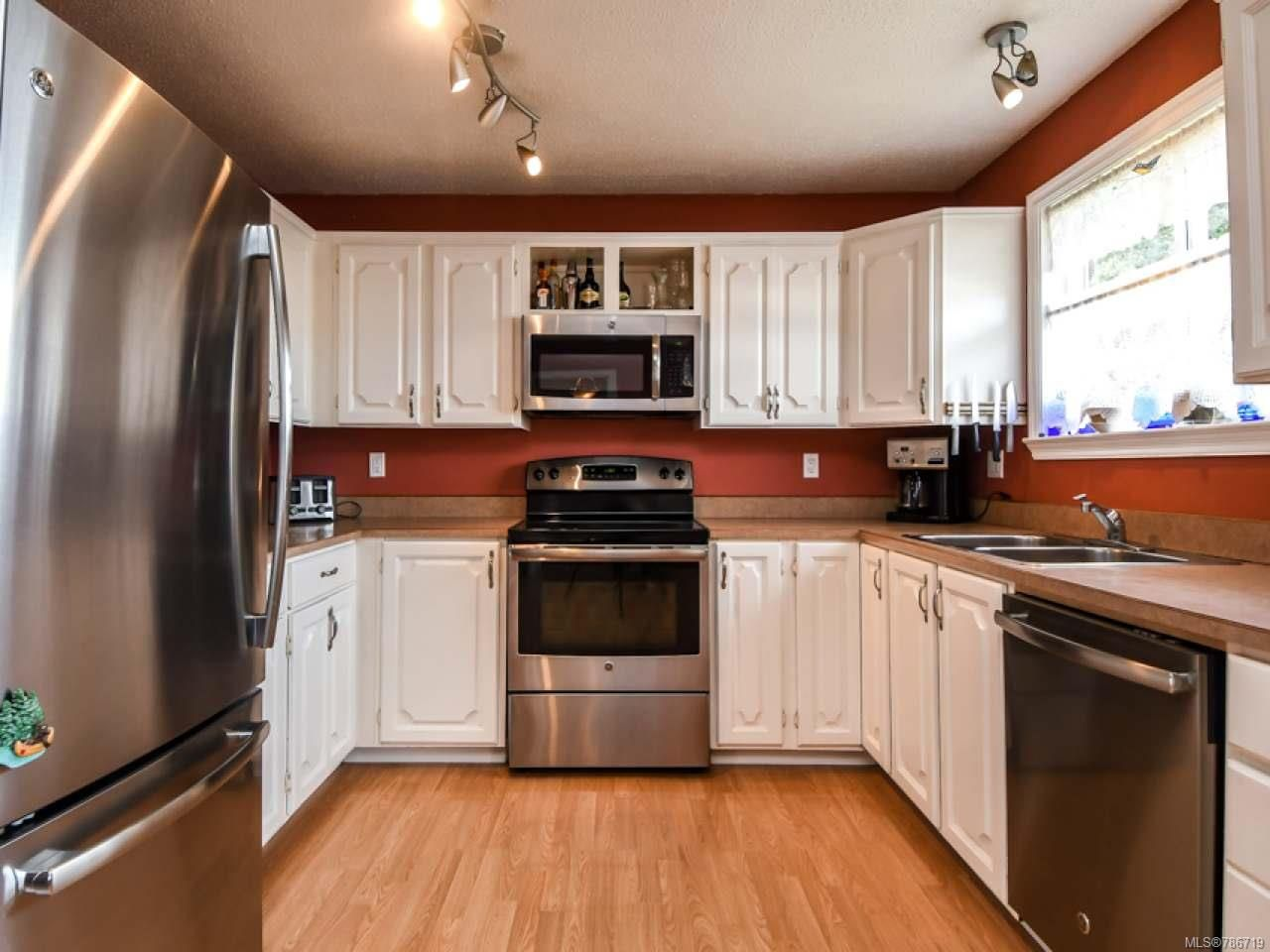 Photo 8: Photos: 1234 Denis Rd in CAMPBELL RIVER: CR Campbell River Central House for sale (Campbell River)  : MLS®# 786719