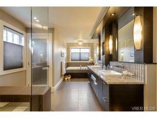 Photo 13: 2162 Neil St in VICTORIA: OB Henderson House for sale (Oak Bay)  : MLS®# 706872