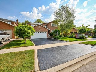 Photo 1: 452 Hedgerow Lane in Oakville: Iroquois Ridge North House (2-Storey) for sale : MLS®# W5355306