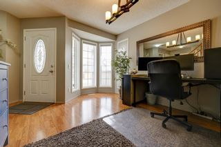 Photo 4: 208 Mt Selkirk Close SE in Calgary: McKenzie Lake Detached for sale : MLS®# A1104608