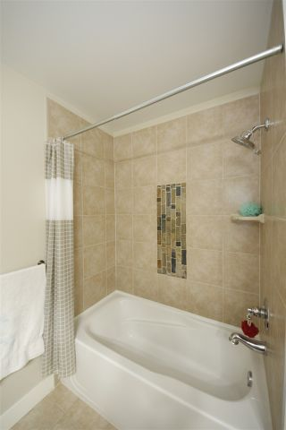 """Photo 9: 318 1211 VILLAGE GREEN Way in Squamish: Downtown SQ Condo for sale in """"ROCKCLIFF AT EAGLEWIND"""" : MLS®# R2372303"""