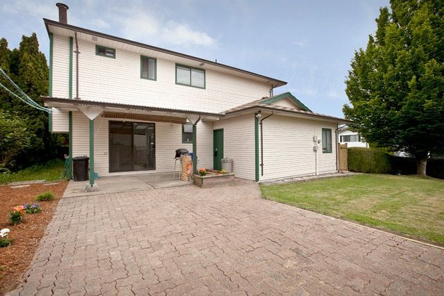 """Photo 4: Photos: 14743 89TH Avenue in Surrey: Bear Creek Green Timbers House for sale in """"GREEN TIMBERS"""" : MLS®# F1114759"""