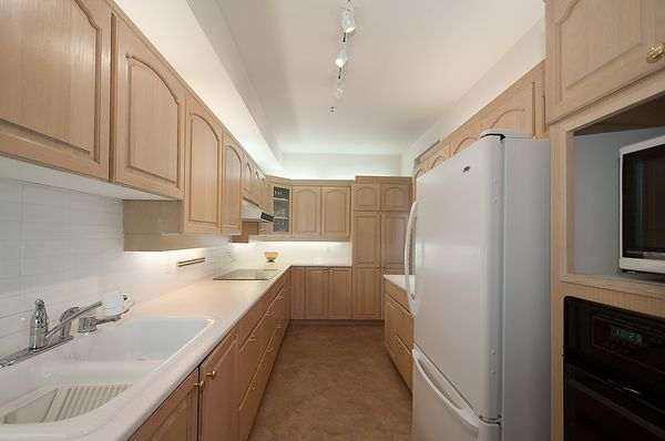 """Photo 14: Photos: # 311 3755 W 8TH AV in Vancouver: Point Grey Condo for sale in """"THE CUMBERLAND"""" (Vancouver West)  : MLS®# V1040579"""