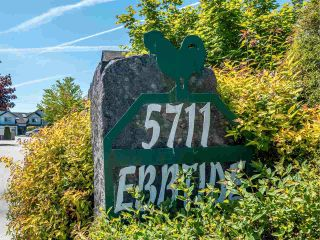 Photo 1: 118 5711 EBBTIDE Street in Sechelt: Sechelt District Townhouse for sale (Sunshine Coast)  : MLS®# R2587228