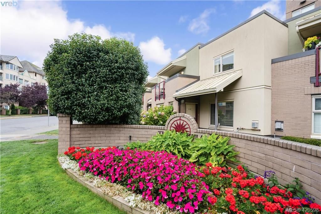 Main Photo: 9 33 Songhees Rd in VICTORIA: VW Songhees Row/Townhouse for sale (Victoria West)  : MLS®# 832451