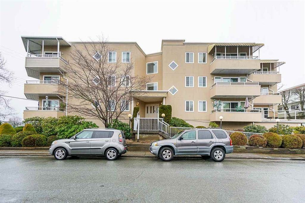 """Main Photo: 205 46005 BOLE Avenue in Chilliwack: Chilliwack N Yale-Well Condo for sale in """"Classic Manor"""" : MLS®# R2590864"""
