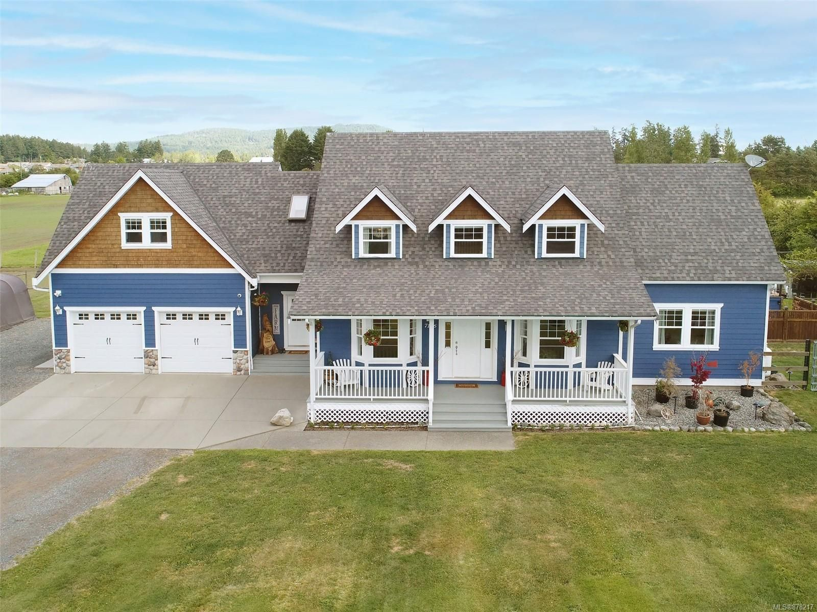 Main Photo: 7146 Wallace Dr in : CS Brentwood Bay House for sale (Central Saanich)  : MLS®# 878217