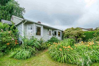 Photo 1: 6856 HUMPHRIES Avenue in Burnaby: Highgate House for sale (Burnaby South)  : MLS®# R2394536
