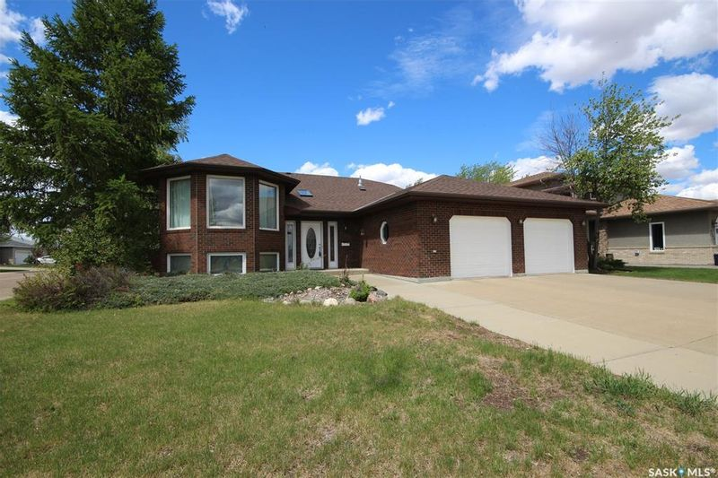 FEATURED LISTING: 2501 Blue Jay Crescent North Battleford