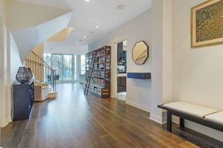 """Photo 3: 104 1139 W CORDOVA Street in Vancouver: Coal Harbour Townhouse for sale in """"HARBOUR GREEN TWO"""" (Vancouver West)  : MLS®# R2582244"""