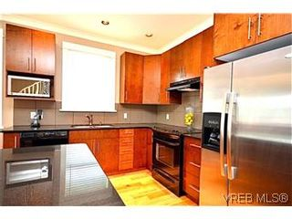 Photo 3: 3979 South Valley Dr in VICTORIA: SW Strawberry Vale House for sale (Saanich West)  : MLS®# 587012