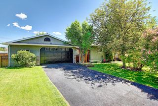Photo 2: 5604 Buckthorn Road NW in Calgary: Thorncliffe Detached for sale : MLS®# A1119366