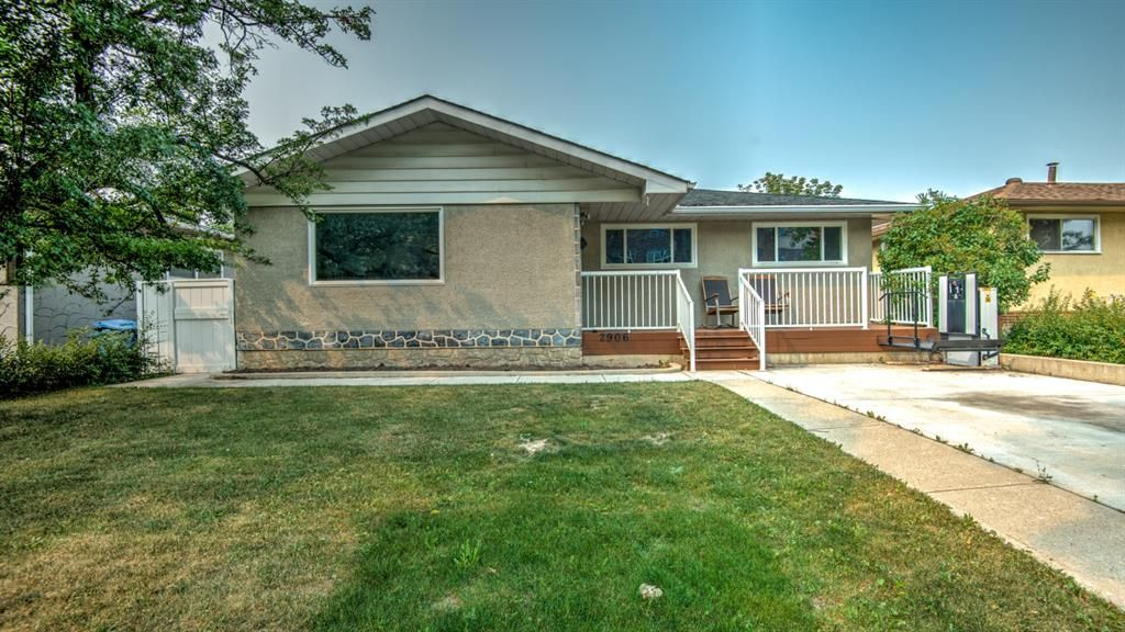 Main Photo: 2906 26 Avenue SE in Calgary: Southview Detached for sale : MLS®# A1133449