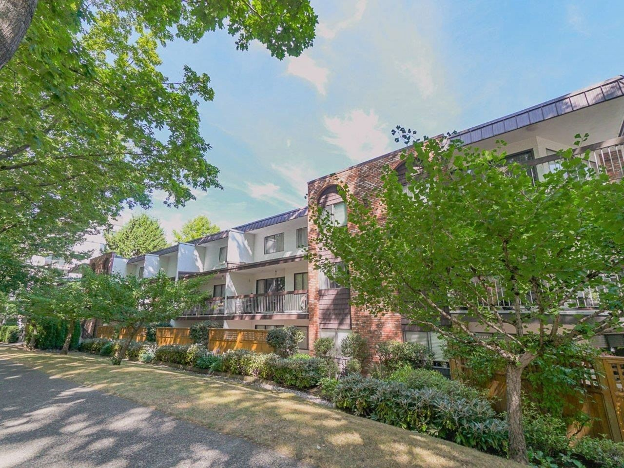 Main Photo: 308 345 W 10TH Avenue in Vancouver: Mount Pleasant VW Condo for sale (Vancouver West)  : MLS®# R2609198