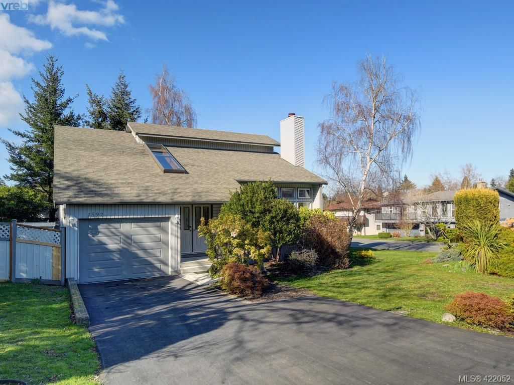 Main Photo: 1592 Thelma Pl in VICTORIA: SE Mt Doug House for sale (Saanich East)  : MLS®# 835420