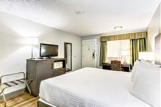 Photo 17: Exclusive Hotel/Motel with property: Business with Property for sale