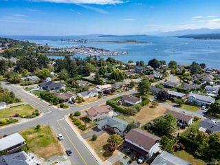 Photo 43: 2045 Beaufort Ave in : CV Comox (Town of) House for sale (Comox Valley)  : MLS®# 884580