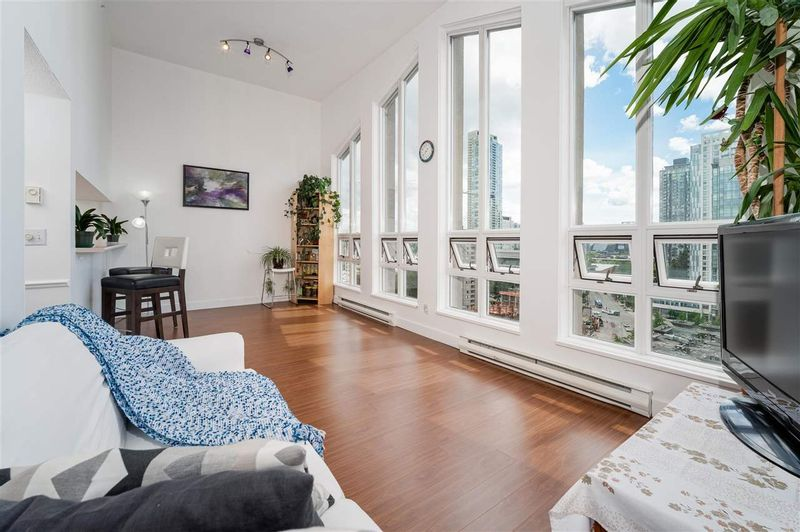 FEATURED LISTING: 1604 - 10523 UNIVERSITY Drive Surrey