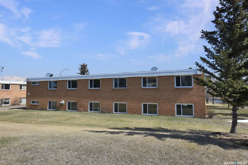 FEATURED LISTING: 401 Trinity Lane Moose Jaw