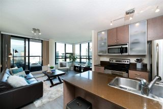 """Photo 2: 2802 909 MAINLAND Street in Vancouver: Yaletown Condo for sale in """"Yaletown Park II"""" (Vancouver West)  : MLS®# R2505728"""