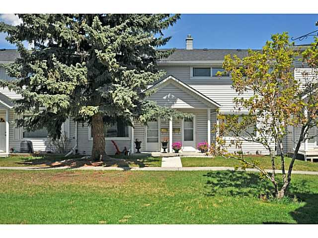 Main Photo: 553 REGAL Park NE in CALGARY: Renfrew Regal Terrace Townhouse for sale (Calgary)  : MLS®# C3570171