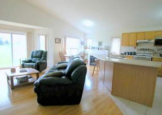 Photo 2: 41 Royal Amber Crest in MOUNT ALBERT: House (Bungalow) for sale : MLS®# N1003527