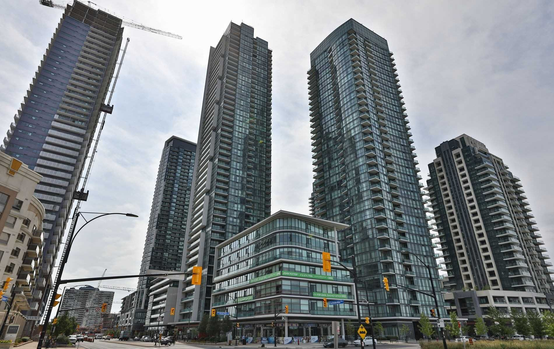 Main Photo: 208 4070 Confederation Parkway in Mississauga: City Centre Condo for sale : MLS®# W4933773