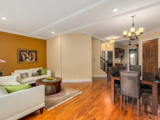 Photo 3: 9 215 E 4TH STREET in North Vancouver: Lower Lonsdale Townhouse for sale : MLS®# R2042517