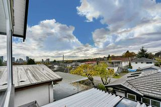 Photo 4: 3318 E 2ND AVENUE in Vancouver: Renfrew VE House for sale (Vancouver East)  : MLS®# R2119247