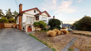 Photo 2: 2635 Mt. Stephen Ave in Victoria: Vi Oaklands House for sale : MLS®# 854898
