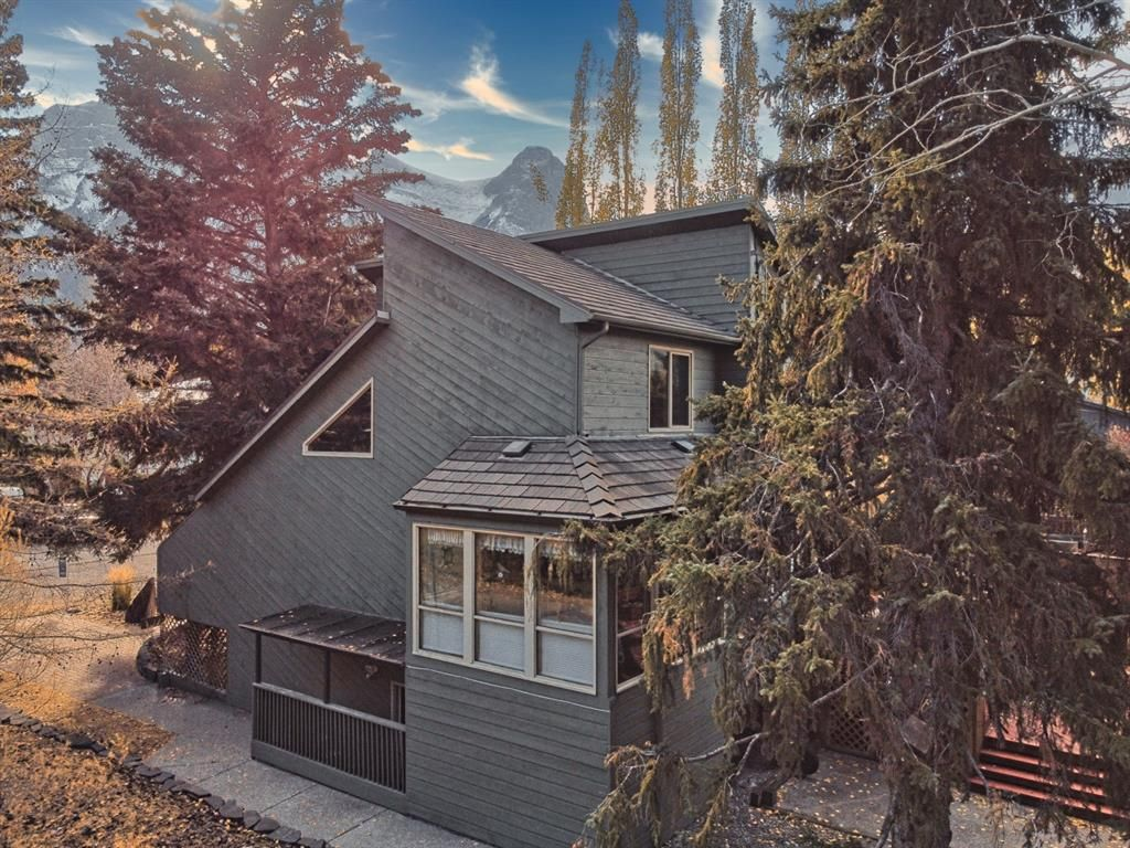 Main Photo: 702 2nd Street: Canmore Detached for sale : MLS®# A1153237