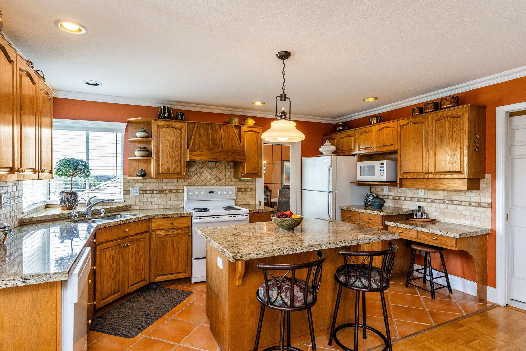 Photo 9: Photos: 6192 191A Street in Surrey: Cloverdale BC House for sale (Cloverdale)  : MLS®# R2279041